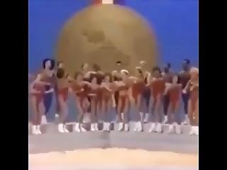 Blondi, Brunetti, Kimppapano, Rotujenvälinen