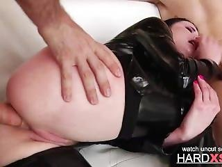 Latex Raven Enjoys Two Cocks On The Sofa