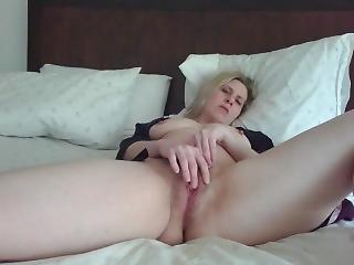 Bonasse, Blonde, Masturbation, Mouillée