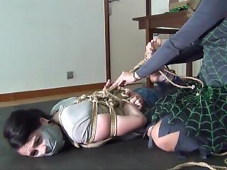 Niesamowity, Bondage