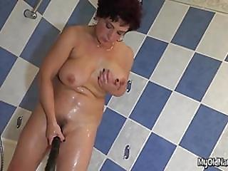 Playful Granny Bath Tub Solo