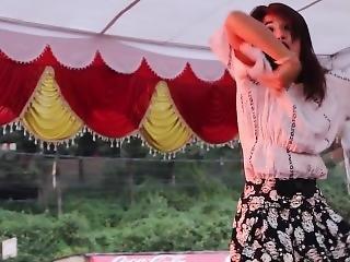 Hot Dance In Stage -- Chittiyaan Kalaiyaa -- Hindi Song Nepali Dance.mp4