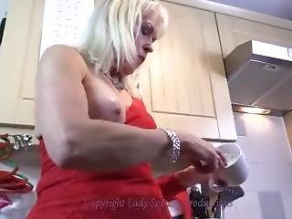 Lady Sextasy Loves Creamy Yoghurt