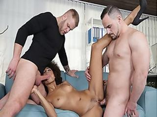 Paul Fresh Cock Feeding Luna Corazon While Getting Her Pussy Romp