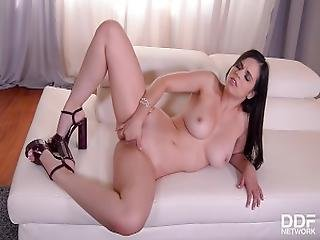 Booty Bonanza   Spanish Se%C3%B1orita Shows Off Her Curvy Ass