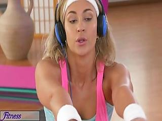 Fitnessrooms Horny Lesbians Get Hardcore Sweaty In The Gym