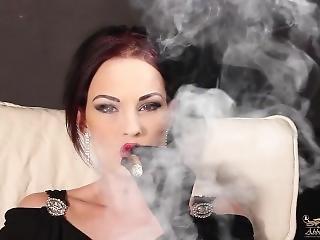 chick, dikke tiet, brunette, cigaret, masturbatie, porno ster, roken