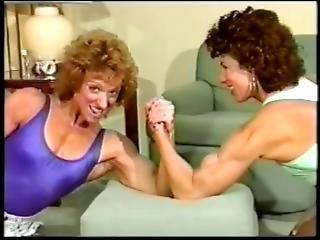 Armwrestling Janelle Vs Robin 2