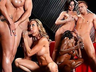 zagorat-na-more-topless-foto-bolshaya-grud