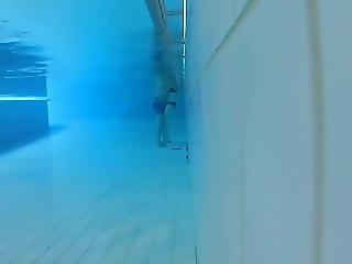 Erotic Underwater Rubbing Secretly Filmed In Pool