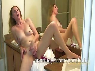 casa de banho, loira, dildo, masturbação, milf, mãe, orgasmo, chuveiro