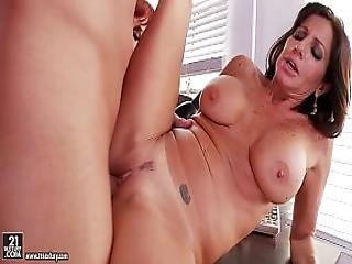 Vanessa Videl And Tara Holiday Amazing Threesome