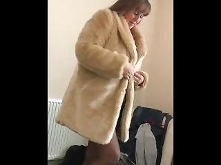 Getting Ready In Fur To Be Fucked