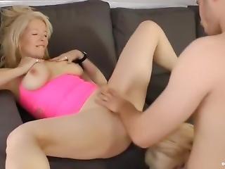 Zwei Reife Blondinen Daten Einen Jungschwanz Zum Sextreffen