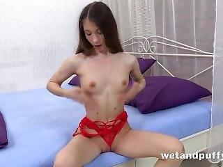 Cute Girls Closeup Pussy Gaping And Dildo Play