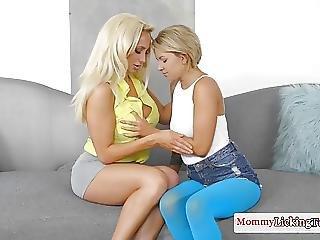 первый раз, лесбиянка, лизать, мамаша, киска, татуировка, Молодежь