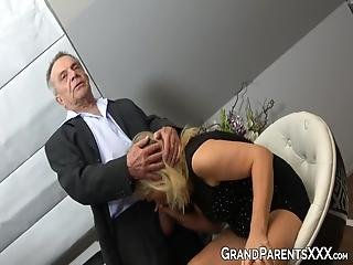 stara baka porno cijev