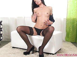 Masturbating Babe Uses Vibrtator To Orgasm