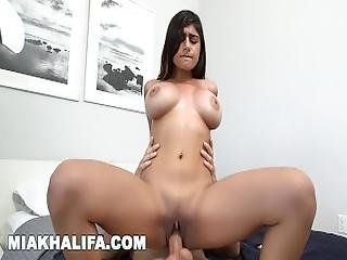 Mia Khalifa   Bath Time With Sean Lawless Is The Best Time%21