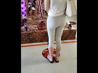 Hot Girl In Store Wearing Leggings Nice Ass