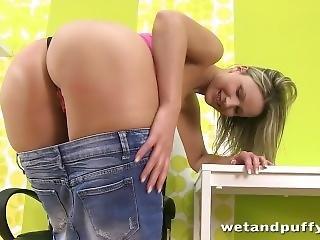 Czech Samantha Jolie Pumps Ben-wa Balls Out Of Her Wet Pussy - Hd