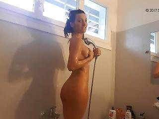Teen Shower After Gym / Viens Me Matter Sous La Douche !