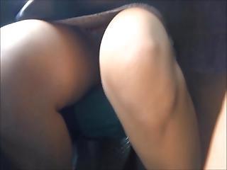 Upskirt Frontal Mona Deliciosa Y Piernas Abiertas En El Bus