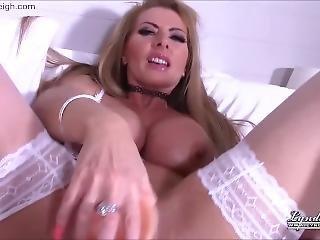 Lynda Leigh Out