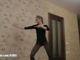 Karate Loraa Kick In Pantihose