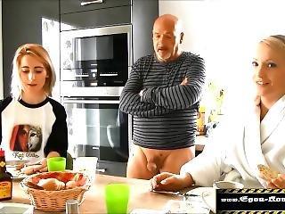 Tochter Gefickt, Ihre Schockierte Freundin Bl�st