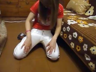 Tania Pisses Her White Jeans