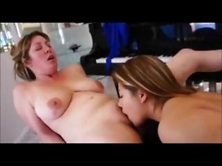 Gyönyörű nagy mellek leszbikusok