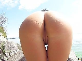 Public Masturbation And Squirt On The Shore