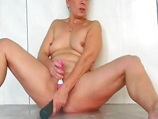 French Mature Masturbate At The Swimming Pool