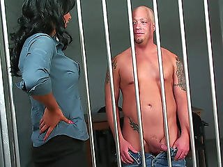 Fortunate Prisoner Permeates The Lovely Snatch Of A Darksome-haired Babe