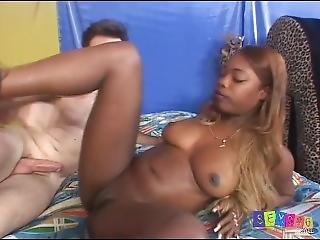 Nice Shaved Ebony Hottie Gets Big Creampie