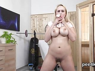Exquisite Sweetie Is Peeing And Finger Fucking Trimmed Crack