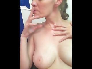 amateur, brunette, doigtage, allemande, à la maison, tourné à la maison, masturbation, orgasme, chatte, réalité, fumeur, mouillée, femme