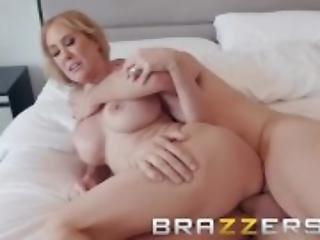 Brazzers - Bath time with Brandi Love