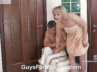 Aunt After Shower Fuck With A Guy