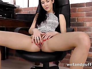 Dark Haired Chick Loves To Drill Her Cunt