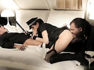 anal, pipe, brunette, éjaculation, levrette, double pénétration, dans la tête, filet de pêche, nique, latino, lingerie, oral, pénetration, police, sexe, trio