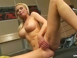Big Titted Blonde, Caylian Curtis Is Doing Only Pussy Workout