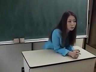 Yuri Koizumi Licks Two Woodies Same Time