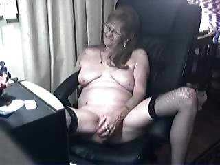 Lovely Granny With Glasses: Livewebcamgroup.com