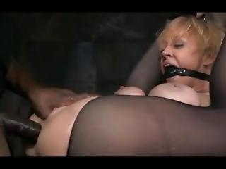 Femme Fontaine Soumise