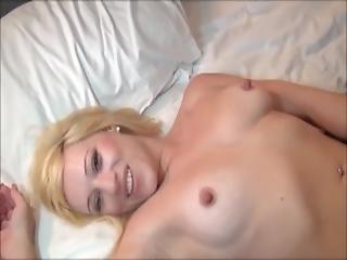 bonasse, chambre à coucher, blonde, pipe, seins, flasher, branlette, masturbation, jupe, voyeur