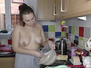 Busty Taylor Cooking And Taking Selfies To Show Her Boobs