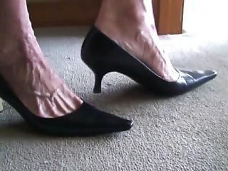 Mature Mitzi Her Veiny Feet