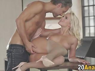 Sweetie Gets Anal Fucking